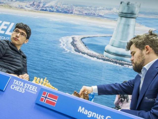 Rúng động cờ vua, thần đồng 16 tuổi đánh bại Vua cờ Carlsen