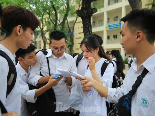 Bộ trưởng Phùng Xuân Nhạ: Thi tốt nghiệp THPT, không thể vì dịch bệnh mà lơ là buông lỏng