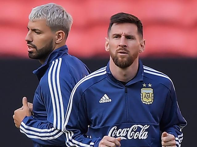 Chân sút vĩ đại nhất Man City muốn bỏ Ngoại hạng Anh, về La Liga đấu Messi