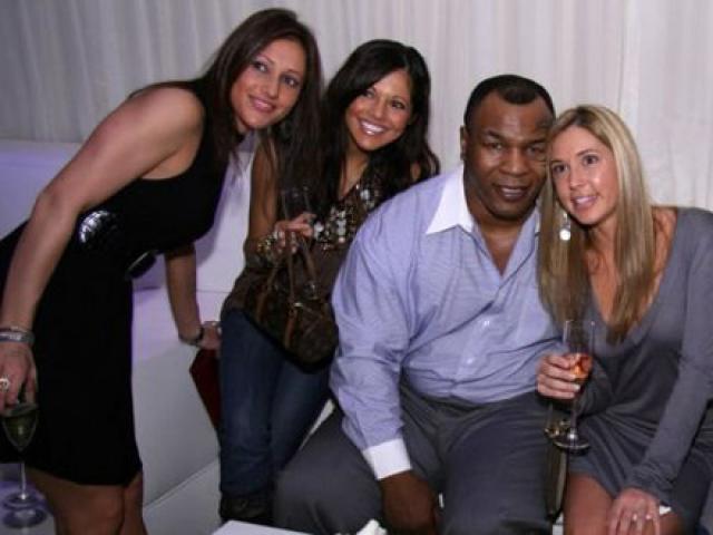 """Mike Tyson từng """"ngáo"""" ma túy, đánh đập 7 cô gái """"bán hoa"""""""