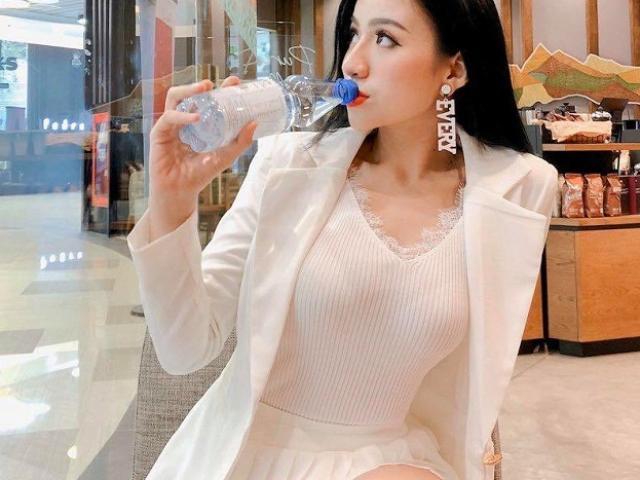 Nữ công sở cực xinh ở Quảng Ngãi không ngại thị phi khi theo đuổi style quyến rũ