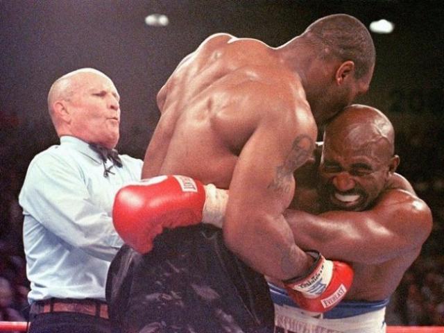 Thâm cung bí sử vết nhơ Mike Tyson cắn tai Holyfield, vẫn kiếm 3 triệu đô