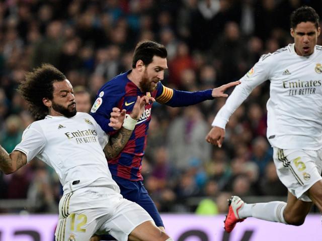 Lịch thi đấu của Barca hiểm họa khôn lường, dễ bị Real soán ngôi