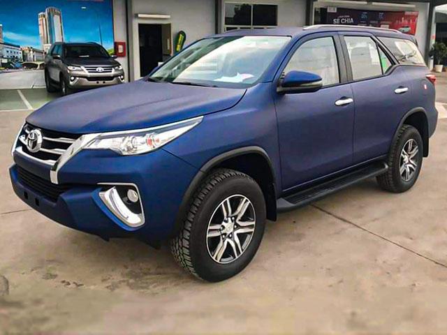 Xe SUV Toyota Fortuner Limited Edition sở hữu màu sơn xanh navy độc đáo
