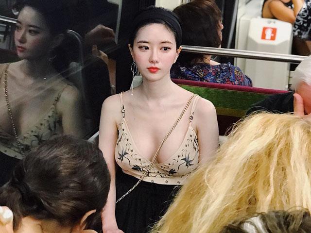 Nữ sinh trường top đầu Hàn Quốc dáng đẹp tới nỗi luôn nổi bật dù ở nơi đông đúc