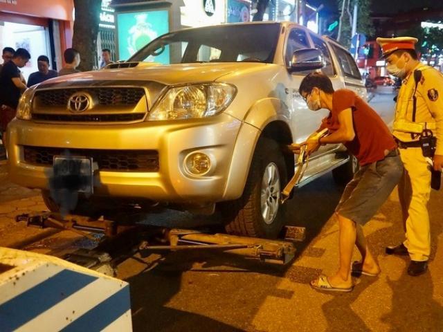 Vừa rời khỏi quán nhậu sau khi uống 20 cốc bia, tài xế ô tô gặp ngay CSGT