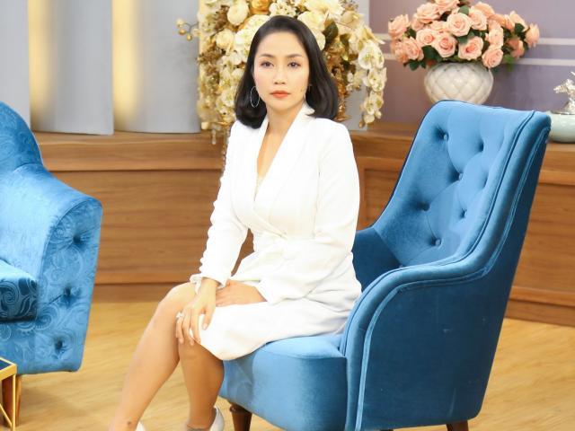 Ốc Thanh Vân cảm phục đôi vợ chồng bị ung thư ngày ngày vẫn phát 500 phần cơm từ thiện