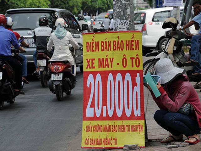 Thận trọng với bảo hiểm xe máy bán dọc đường
