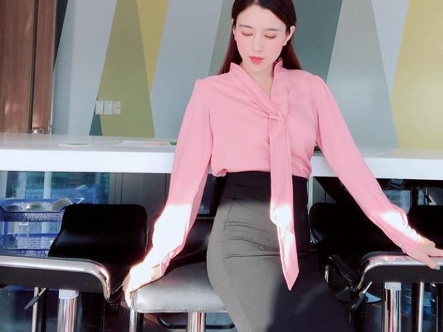 """Nữ công sở Quảng Ngãi hướng dẫn bài tập vòng 3 """"trái đào"""""""