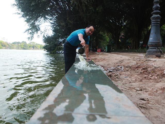 Cận cảnh bờ kè lát đá xanh thí điểm ở Hồ Gươm