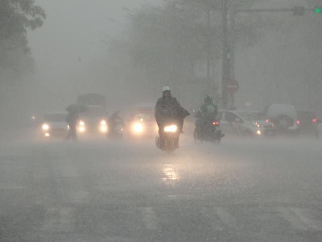 Cuối tuần, miền Bắc mưa lớn, nguy cơ có cuồng phong, mưa đá
