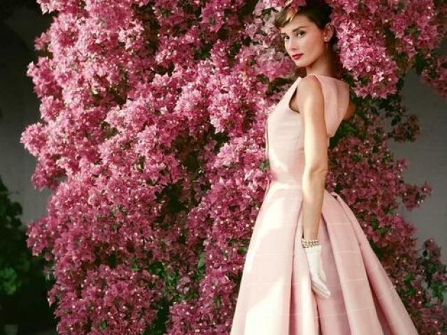 """Tips mặc đẹp bất biến từ """"tượng đài sắc đẹp"""" Audrey Hepburn"""