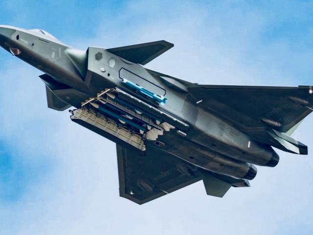 Điều khiến tiêm kích J-20 Trung Quốc không thể sánh với tiêm kích tàng hình Mỹ