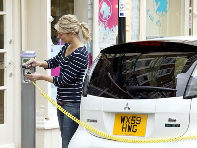Ủy ban châu Âu xem xét gói hỗ trợ 20 tỷ Euro cho khách hàng mua ô tô điện