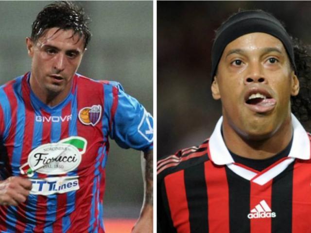"""Ronaldinho gây ngỡ ngàng, """"cúi mặt"""" xin đối thủ đừng ra tay đánh mình"""