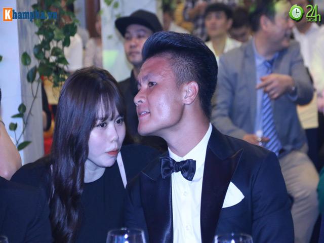 """Quang Hải tình tứ bên bạn gái mới: Hot girl Huỳnh Anh sẽ bị """"soi"""" ra sao?"""