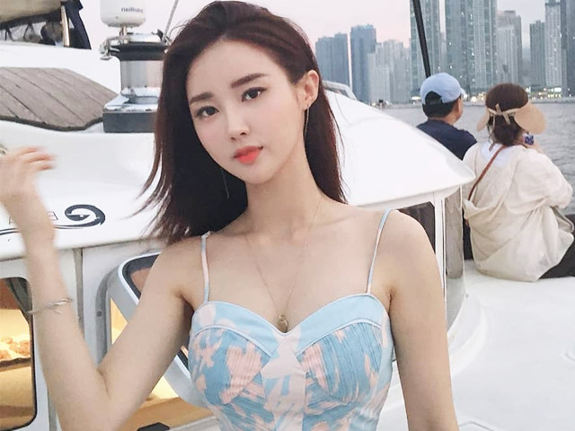 MC thời tiết xứ Hàn lên top tìm kiếm vì mặc kín vẫn lộ đường cong đẹp như kẻ vẽ