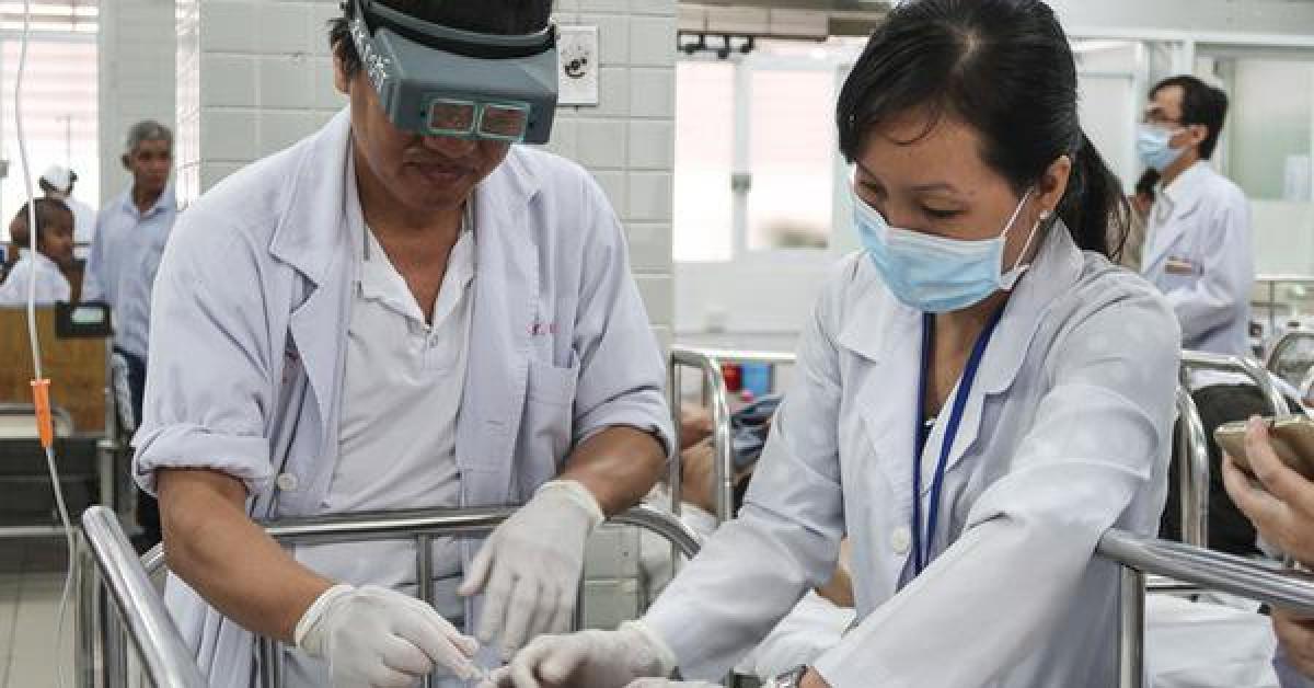 TP.HCM: Tạt axit kinh hoàng ở quận 3, 3 người phỏng nặng