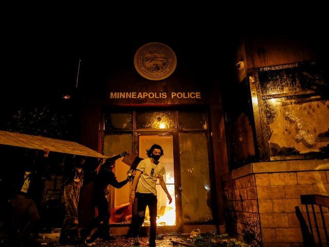 Bạo loạn ở thành phố Mỹ: Ông Trump nổi giận