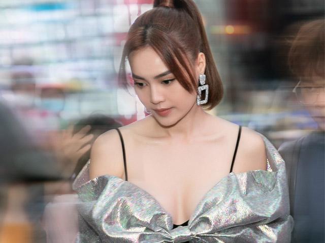 Ninh Dương Lan Ngọc khoe vòng 1 táo bạo, lộ diện sau khi bị bắt gặp hẹn hò ở Đà Lạt