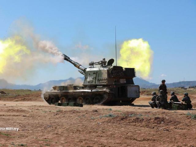 Ấn Độ và Trung Quốc đưa vũ khí hạng nặng đến sát biên giới