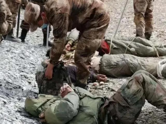 Lính Trung Quốc tung ảnh đánh gục nhiều binh sĩ Ấn Độ ở biên giới