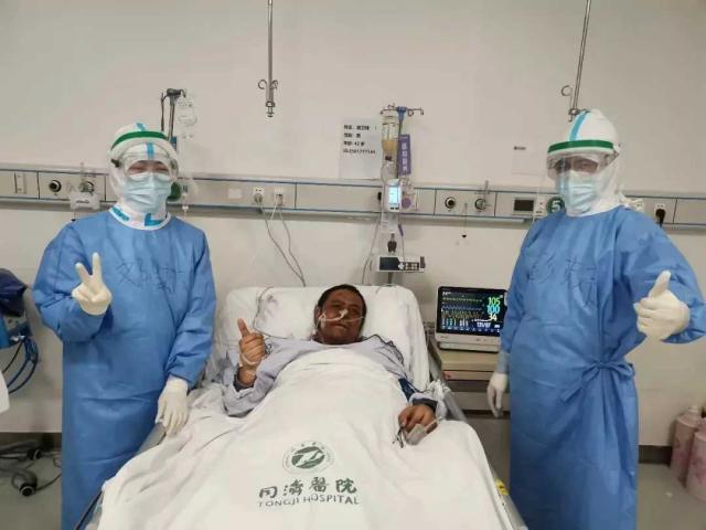 Bác sĩ Trung Quốc da bị chuyển màu đen do Covid-19 đã tử vong