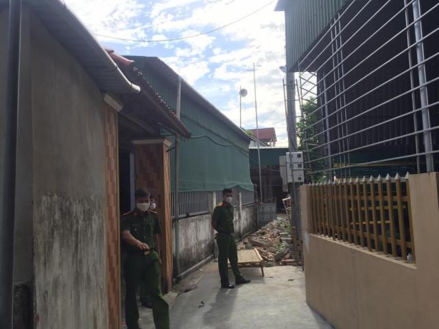 Kéo bạt che nắng, 3 người bị điện giật tử vong