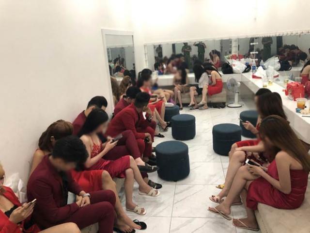 Phát hiện 56 dân chơi dương tính ma túy tại quán bar lớn nhất quận Bình Tân