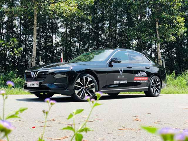 VinFast miễn 100% phí trước bạ cho khách hàng khi mua xe LUX A2.0 và SA2.0