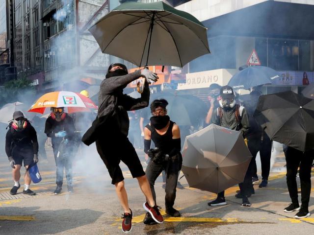 """Tính toán của Trung Quốc khi sẵn sàng """"đánh đổi"""" Hong Kong"""