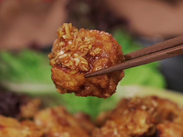 VIDEO: Cách làm đậu phụ chiên giòn tẩm sốt chua ngọt ngon như gà rán