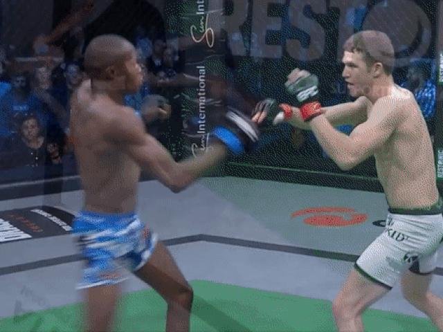 """Võ sĩ MMA tung cước như """"súng bắn"""" khiến đối thủ sấp mặt"""