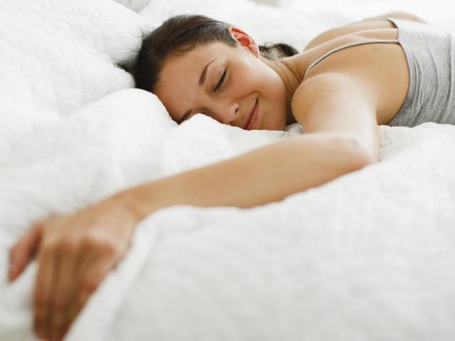 Muốn ngủ ngon, không được làm 5 điều này trước khi đi ngủ trong mùa hè nóng bức