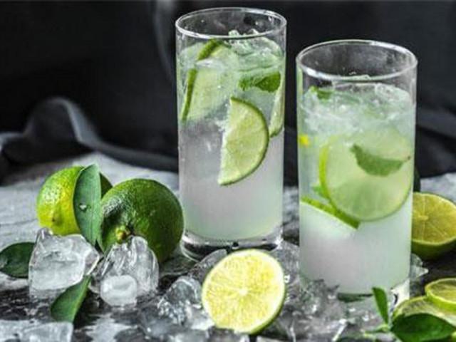 Nước chanh sẽ độc hại nếu bạn cứ uống bừa để giải khát