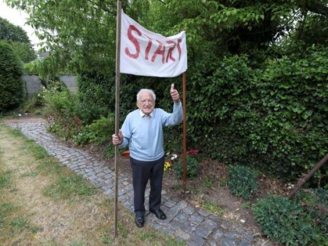 Cụ ông 103 tuổi đi bộ việt dã 42,2 km gây quỹ phòng dịch Covid-19