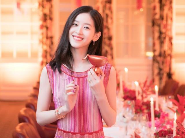 """""""Hot girl trà sữa"""" thành tỷ phú trẻ nhất Trung Quốc bất chấp bê bối tình dục của chồng đại gia"""