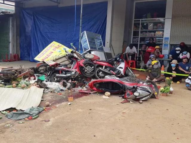 Rùng mình với clip vụ xe tải lao vào chợ, 5 người chết ở Đắk Nông