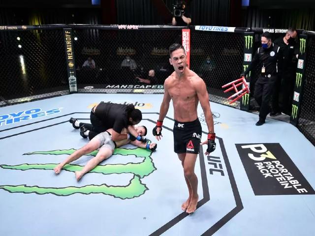 Võ sĩ gốc Việt Tyson Nam phản đòn choáng ngợp MMA, đối thủ nằm bất động