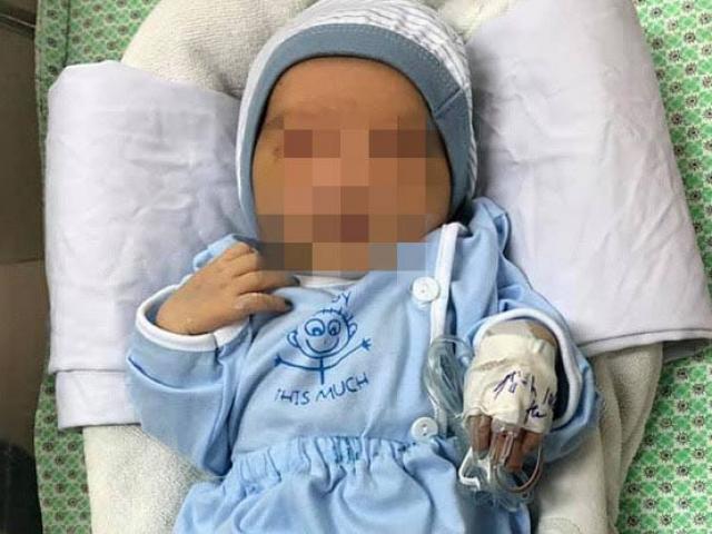Bác sĩ dồn hết sức để điều trị cho bé sơ sinh bị bỏ rơi dưới hố ga