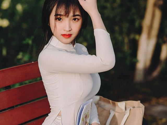 Nữ sinh Việt vừa tuổi 18 nổi tiếng nhờ mặc áo dài trắng tôn dáng vóc nữ thần