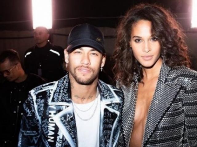 Neymar ăn mặc như hề bên bạn gái siêu mẫu, thác loạn cùng dàn sao PSG