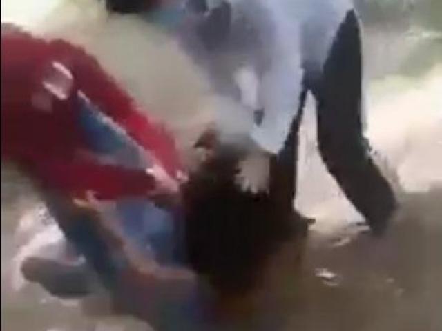 Xôn xao clip 2 nữ sinh đánh hội đồng bạn dã man