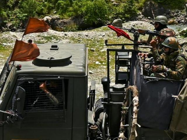 Ấn Độ dồn quân đến biên giới sát Trung Quốc, cách ranh giới 500m