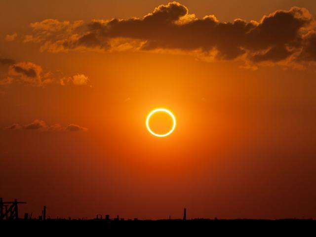 """Chiêm ngưỡng hiện tượng nhật thực """"vòng tròn lửa"""" kỳ thú"""
