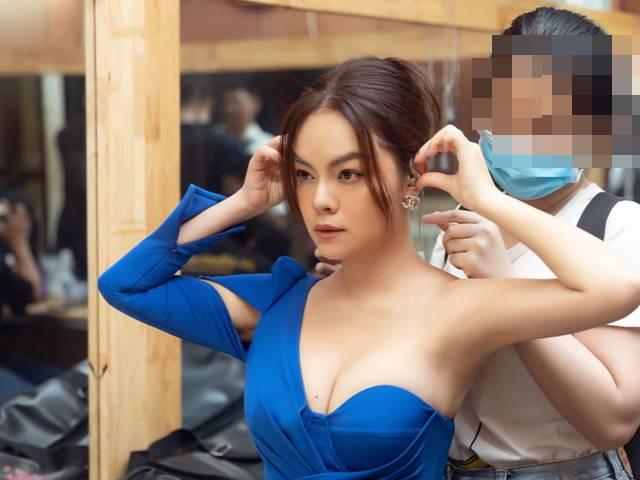 Những chiếc váy cúp vô cùng nữ tính của Phạm Quỳnh Anh