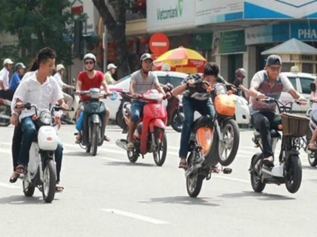 Sắp tới học sinh đi xe đạp điện cũng phải có giấy phép lái xe?