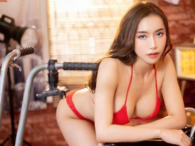 Bỏng mắt trước thân hình quyến rũ của người đẹp bên xe đạp mini