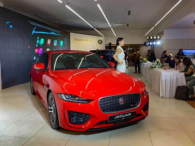Hãng xe Anh Quốc giới thiệu hai mẫu xe XE và Discovery Sport tại VIệt Nam