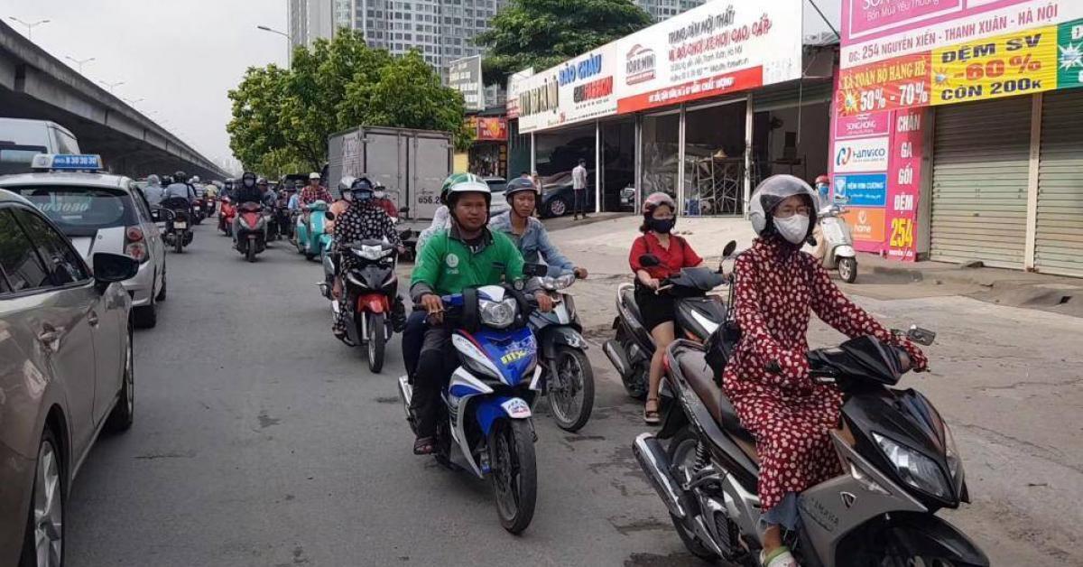 Video: Dòng người đi ngược chiều dài nhất, thản nhiên nhất tại Hà Nội
